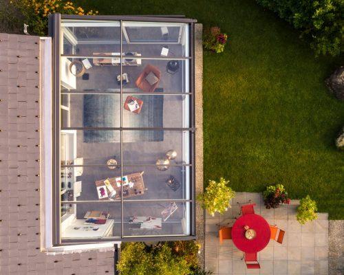 Veranda alluminio scuro sul lato esterno e bianco all'interno Studio Partner Finstral Arezzo Berneschi