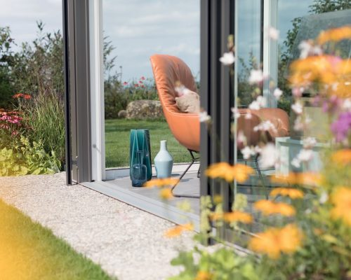 Veranda alluminio scuro sul lato esterno e bianco all'interno Studio Partner Finstral Arezzo Berneschi infissi