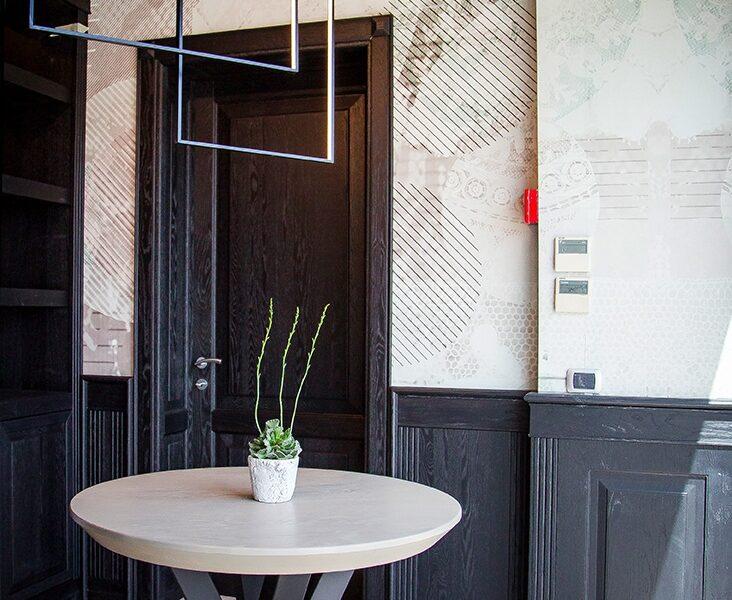 Porta in legno boiserie in legno massello Garofoli Store Arezzo presso Berneschi infissi