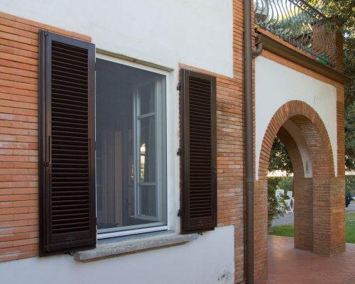 Zanzariera-Palagina-Installazione-negozio-infissi-Arezzo-Berneschi
