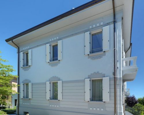 Casa indipendente con scuroni Eurall berneschi Infissi Arezzo