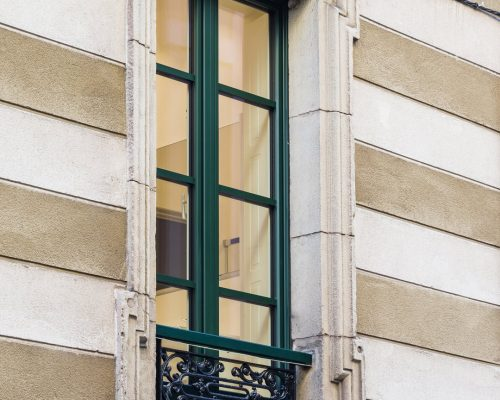 Finestre in alluminio e PVC per un condominio in centro storico negozio Finstral Berneschi infissi Arezzo