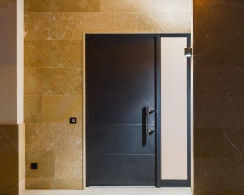 Porta d'ingresso Finstral colore scuro opaco Arezzo Infissi